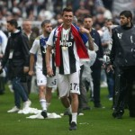 Mario Mandzukic of Juventus FC celebrate the victory of